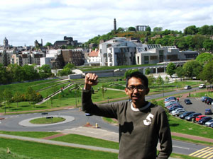 Kusfiardi in front of Scottish Parliament
